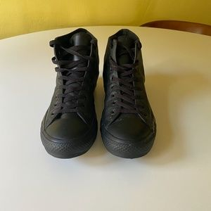 Converse leather hightop chucks - barely used